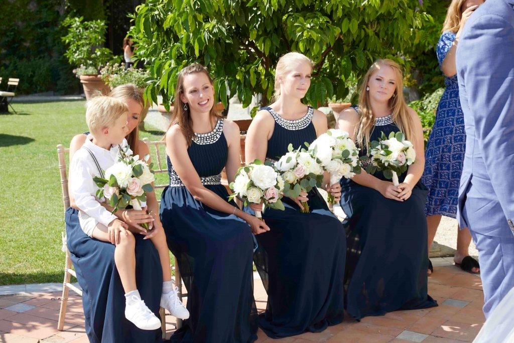 ea323fe61d46 Find det rette outfit til dine brudepiger og brudebørn