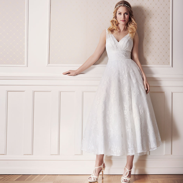 4fc337e4a637 'DIAMONDS by LILLY' are short and graceful dresses in tea-length and figure  hugging silhouettes
