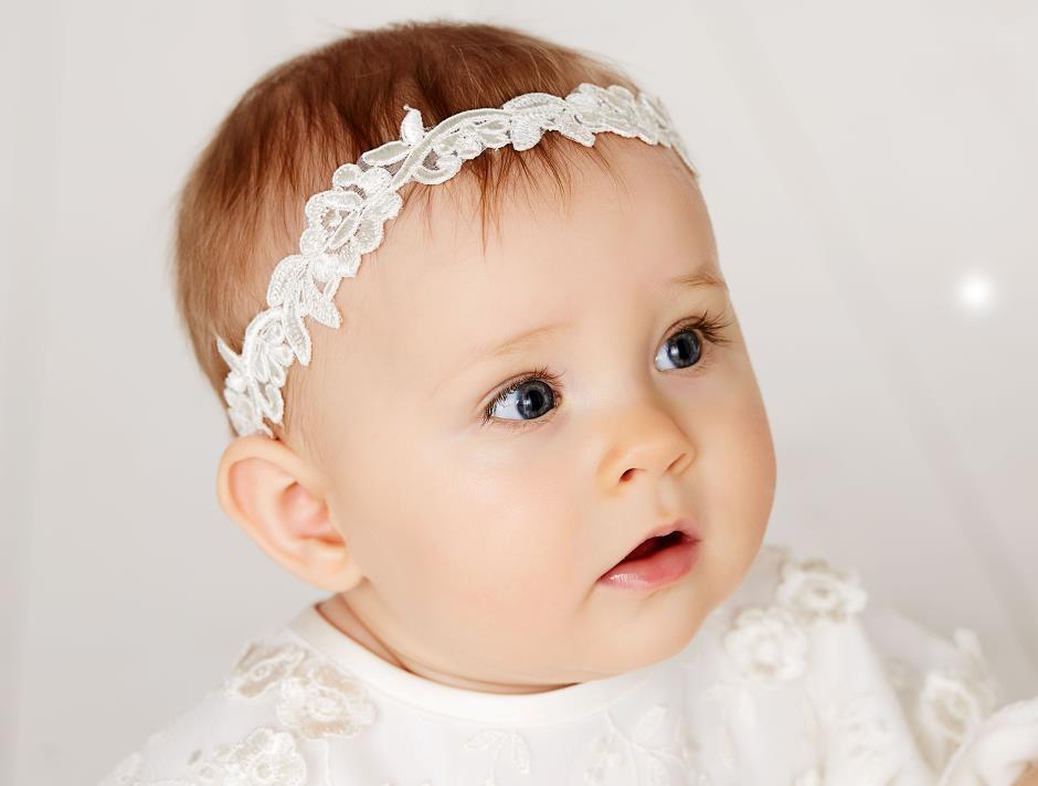 9d0d2dec4a4d8d Baby Haarband zur Taufe aus feinster Spitze