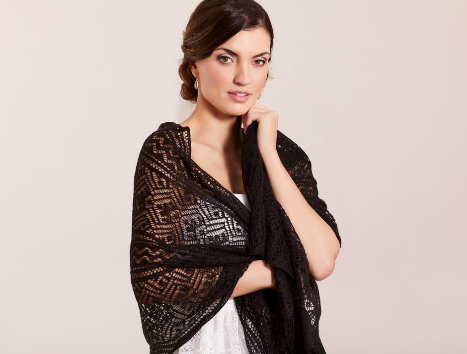 Knitted shawl (black)
