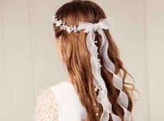 Blomsterkrans med bånd (hvid)