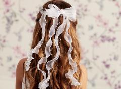 Haarkranz mit Blüten & Bändern