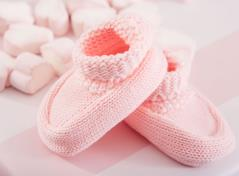Knitted baby boots (light rose)