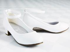 Hvide sko med ankelrem