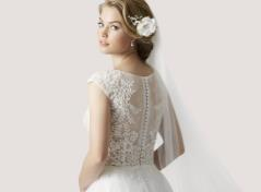 Bridalgown in illusion lace