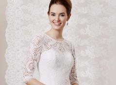 Lace etui bridal dress