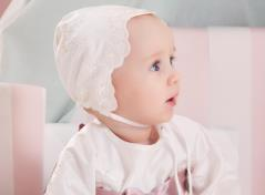Christeninggown and bonnet (cream)