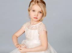 Flower girl dress in tulle and lace