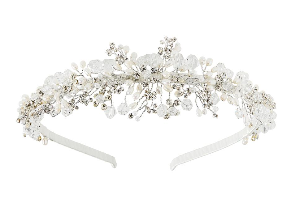 Tiara with cream-coloured pearls