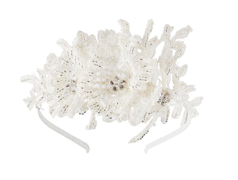 Tiara with cream-coloured embrodery
