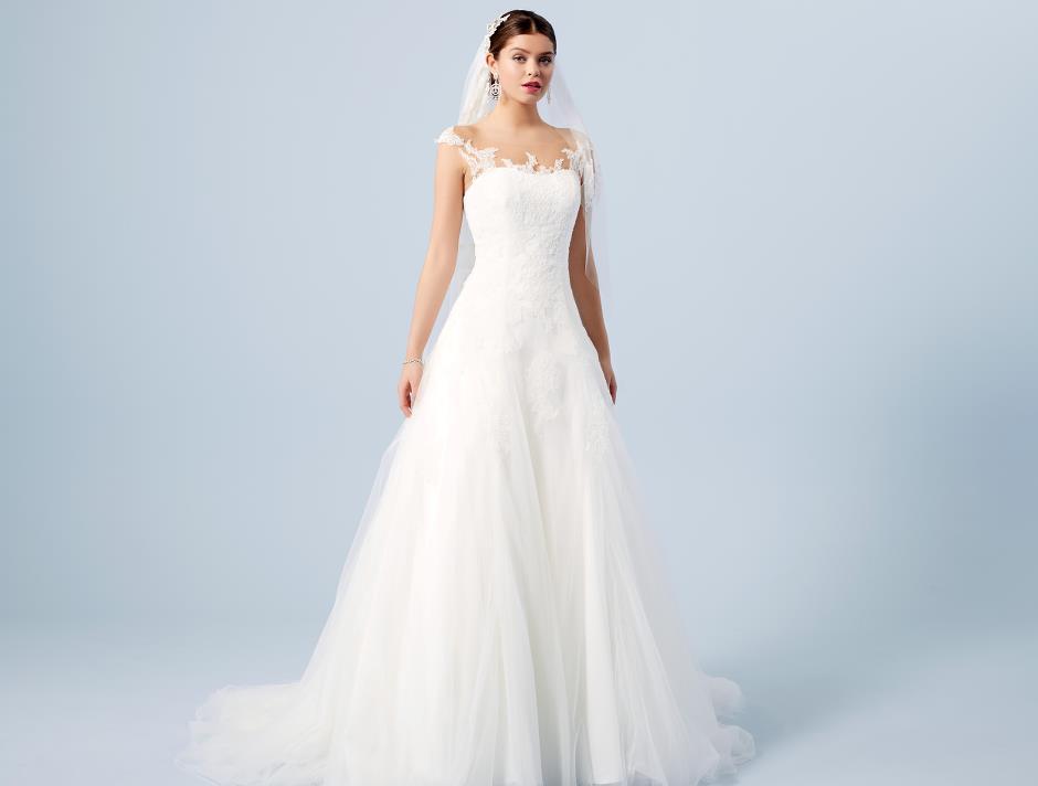 LILLY's favorit brudklänning: Style 08-3701-CR